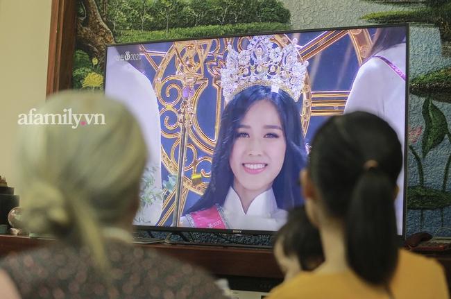 Độc quyền: Người thân bật khóc khi xem lại khoảnh khắc Đỗ Thị Hà đăng quang ngôi vị Hoa hậu Việt Nam 2020 - Ảnh 4.