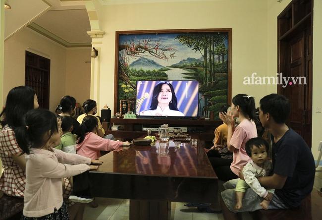 Độc quyền: Người thân bật khóc khi xem lại khoảnh khắc Đỗ Thị Hà đăng quang ngôi vị Hoa hậu Việt Nam 2020 - Ảnh 5.