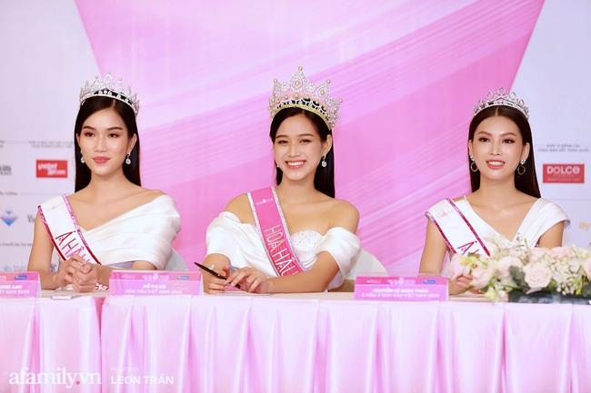 Hoa hậu Việt Nam 2020 lần đầu xuất hiện trước truyền thông: Đỗ Thị Hà đáp trả nghi vấn biết trước kết quả, Á hậu 2 nói về việc từng diễn trong show nội y của Vũ Khắc Tiệp - Ảnh 2.