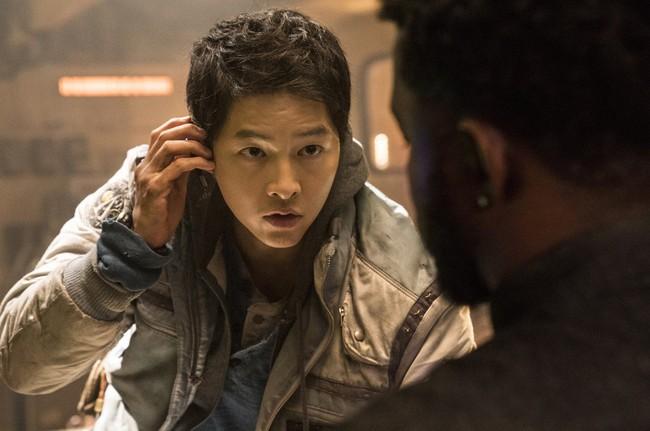 """Phim 500 tỷ của Song Joong Ki bị """"phá sản"""", netizen mỉa mai hết thời, không bằng một góc như Song Hye Kyo - Ảnh 1."""