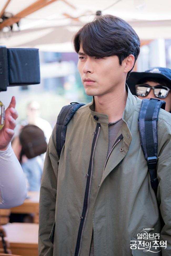 Hyun Bin gây sốt với bộ ảnh khoe cận gương mặt đẹp không góc chết, fan xuýt xoa vì nhan sắc quá cực phẩm - Ảnh 17.