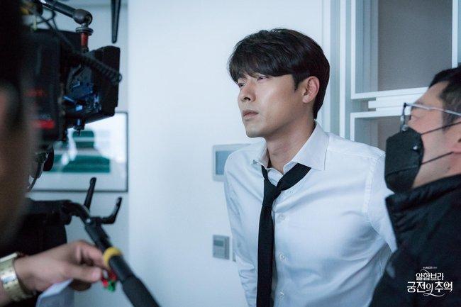 Hyun Bin gây sốt với bộ ảnh khoe cận gương mặt đẹp không góc chết, fan xuýt xoa vì nhan sắc quá cực phẩm - Ảnh 3.