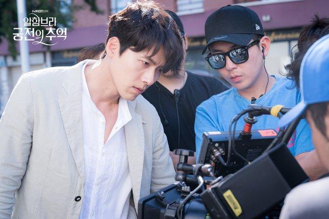 Hyun Bin gây sốt với bộ ảnh khoe cận gương mặt đẹp không góc chết, fan xuýt xoa vì nhan sắc quá cực phẩm - Ảnh 1.