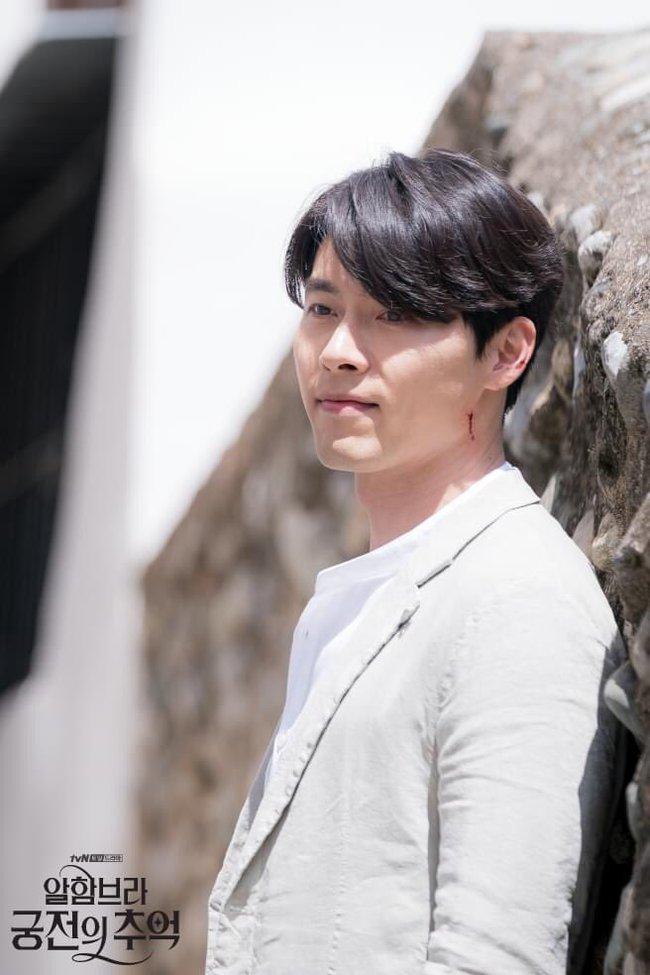 Hyun Bin gây sốt với bộ ảnh khoe cận gương mặt đẹp không góc chết, fan xuýt xoa vì nhan sắc quá cực phẩm - Ảnh 12.