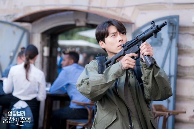 Hyun Bin gây sốt với bộ ảnh khoe cận gương mặt đẹp không góc chết, fan xuýt xoa vì nhan sắc quá cực phẩm - Ảnh 8.