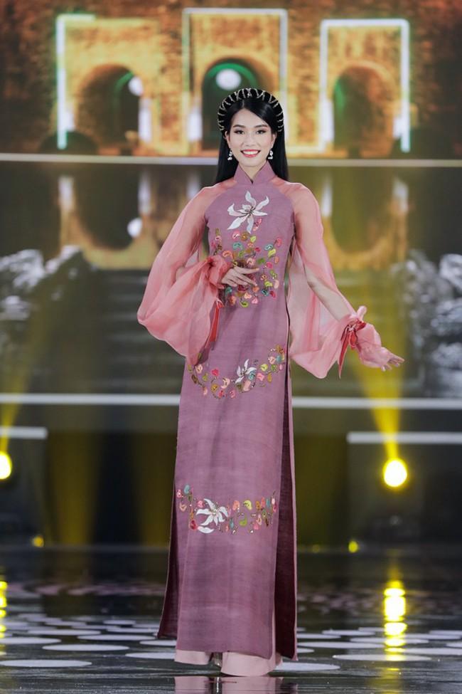 """Nhan sắc xinh đẹp và học vấn """"siêu khủng"""" của Á hậu 1 Hoa hậu Việt Nam 2020: sinh viên trường RMIT, 11 năm điểm trung bình trên 9.0 - Ảnh 3."""
