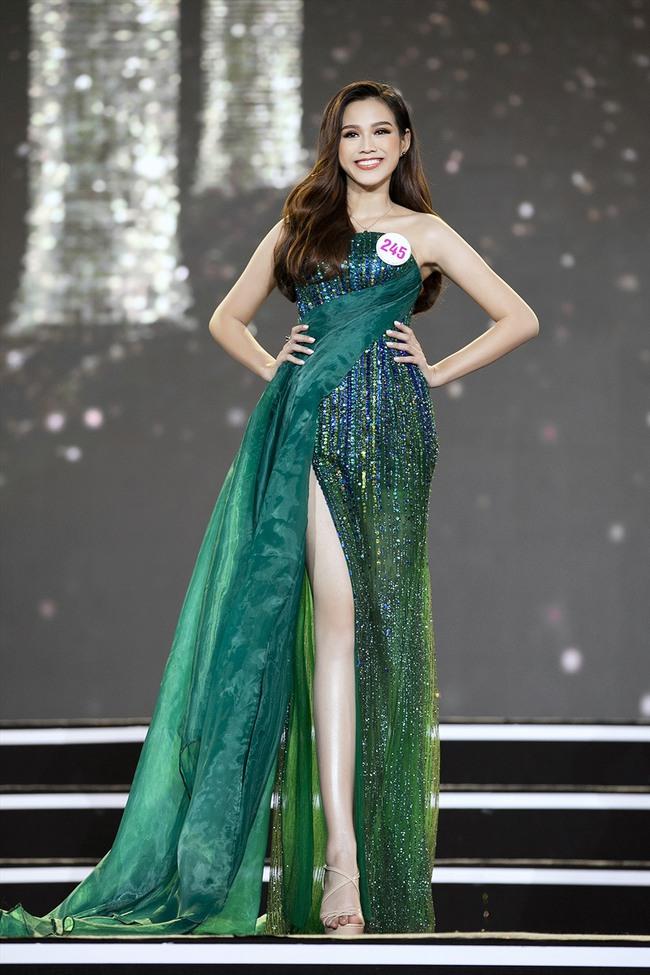 """Tân Hoa hậu Đỗ Thị Hà: Body """"căng đét"""", học vấn đáng ngưỡng mộ nhưng nhan sắc đời thường có được như tung hô? - Ảnh 4."""