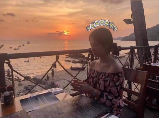 Chi tiết được chú ý hơn cả mặt mộc của Song Hye Kyo trong hình ảnh sinh nhật 39 tuổi - Ảnh 2.