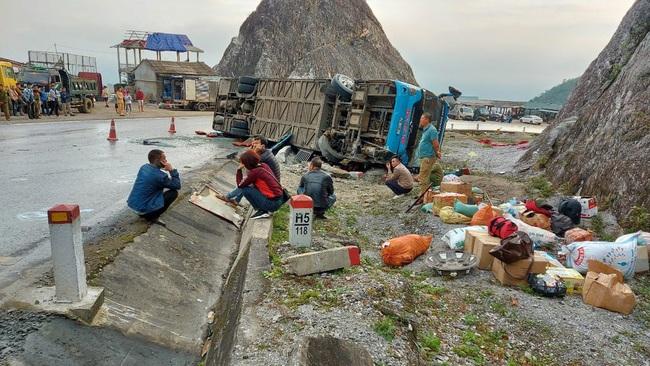 Xác định nguyên nhân vụ xe khách giường nằm lật làm 2 người chết, 10 người thương ở Hòa Bình do tài xế tự gây tai nạn - Ảnh 1.