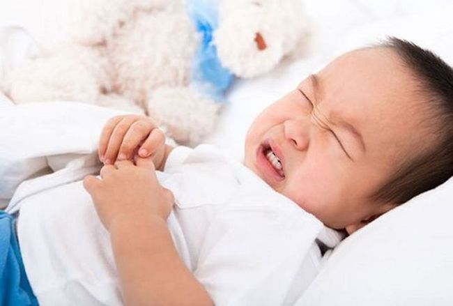 Nếu trẻ có 4 biểu hiện bất thường này chứng tỏ việc tích tụ thức ăn trong cơ thể quá nhiều - Ảnh 2.