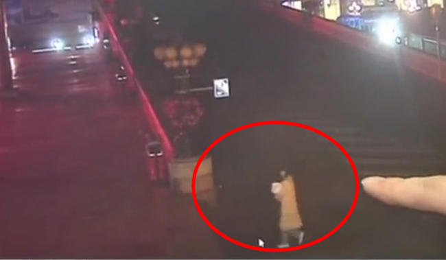 Nghe tiếng khóc trẻ con ở ga tàu lúc 5 giờ sáng, người đàn ông báo cảnh sát và câu chuyện gây phẫn nộ đằng sau - Ảnh 2.