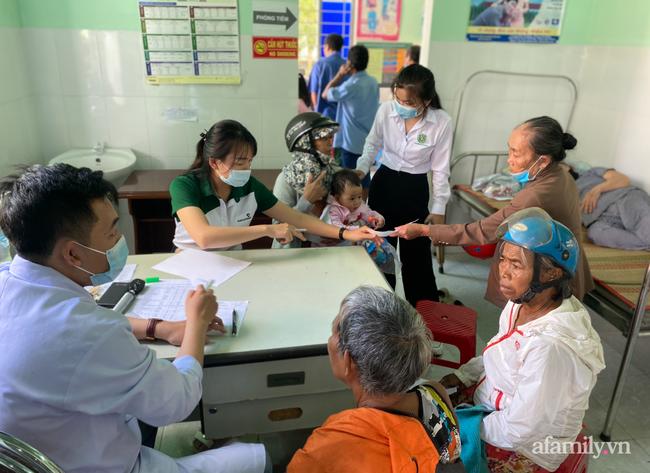 Người vợ nghèo Gia Lai bị tai nạn nặng trên đường chồng chở đến bệnh viện, chống nạng cầu cứu bác sĩ Sài Gòn - Ảnh 1.