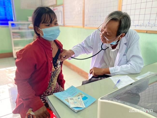 Người vợ nghèo Gia Lai bị tai nạn nặng trên đường chồng chở đến bệnh viện, chống nạng cầu cứu bác sĩ Sài Gòn - Ảnh 8.