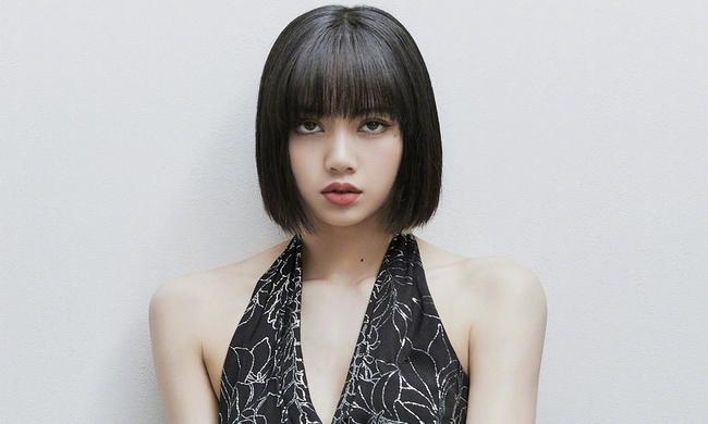 """Lisa (BLACKPINK) bị so sánh với diễn viên đóng """"phim người lớn"""" của Nhật Bản xem ai nổi tiếng hơn - Ảnh 1."""