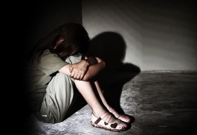 Chứng kiến bạn trai rủ con gái 11 tuổi đi tắm chung, người mẹ nhắm mắt coi như không thấy và tội ác bệnh hoạn kéo dài suốt 6 năm gây căm phẫn - Ảnh 1.