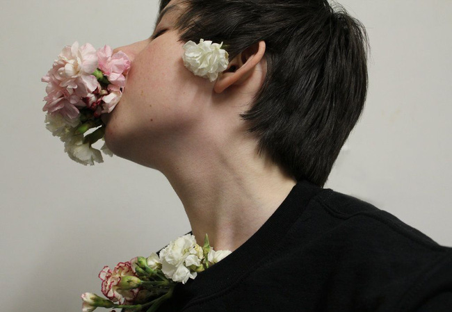 Kỳ lạ căn bệnh nôn ra... hoa đến chết ở Nhật Bản với nguyên nhân nhiều người đang mắc phải - Ảnh 2.