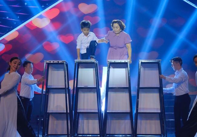 """Cô gái được Lê Dương Bảo Lâm giúp livestream bán hàng và đòi nợ gây xúc động trong tập 1 """"Cười Xuyên Việt 2020"""" - Ảnh 6."""