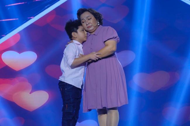"""Cô gái được Lê Dương Bảo Lâm giúp livestream bán hàng và đòi nợ gây xúc động trong tập 1 """"Cười Xuyên Việt 2020"""" - Ảnh 4."""