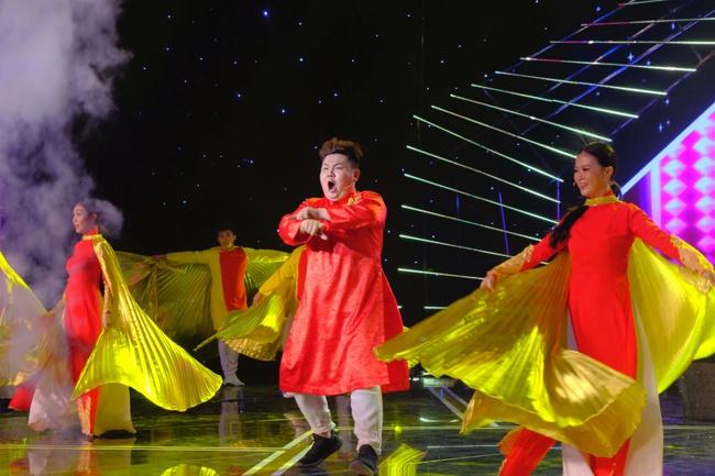 """Cô gái được Lê Dương Bảo Lâm giúp livestream bán hàng và đòi nợ gây xúc động trong tập 1 """"Cười Xuyên Việt 2020"""" - Ảnh 9."""