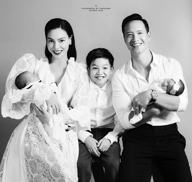 Hồ Ngọc Hà lần đầu tung ảnh gia đình 5 người, chính thức công khai gương mặt cặp song sinh - Ảnh 3.
