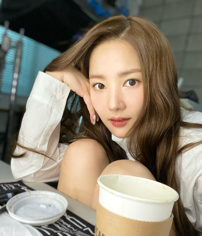 Sau khi bị chê lộ dấu hiệu biến chứng hậu thẩm mỹ, nhan sắc Park Min Young thay đổi thế này đây - Ảnh 2.