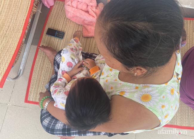 Lời kể bà ngoại bé gái 3 tuổi nguy kịch, nghi bị mẹ bạo hành: Để phân dính vào dép nên bị đánh? - Ảnh 6.