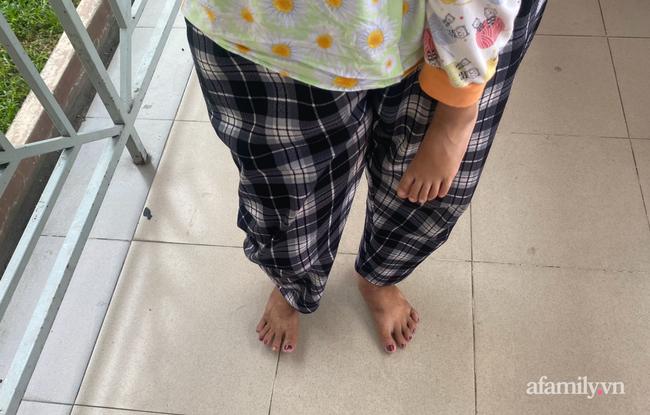 Lời kể bà ngoại bé gái 3 tuổi nguy kịch, nghi bị mẹ bạo hành: Để phân dính vào dép nên bị đánh? - Ảnh 10.
