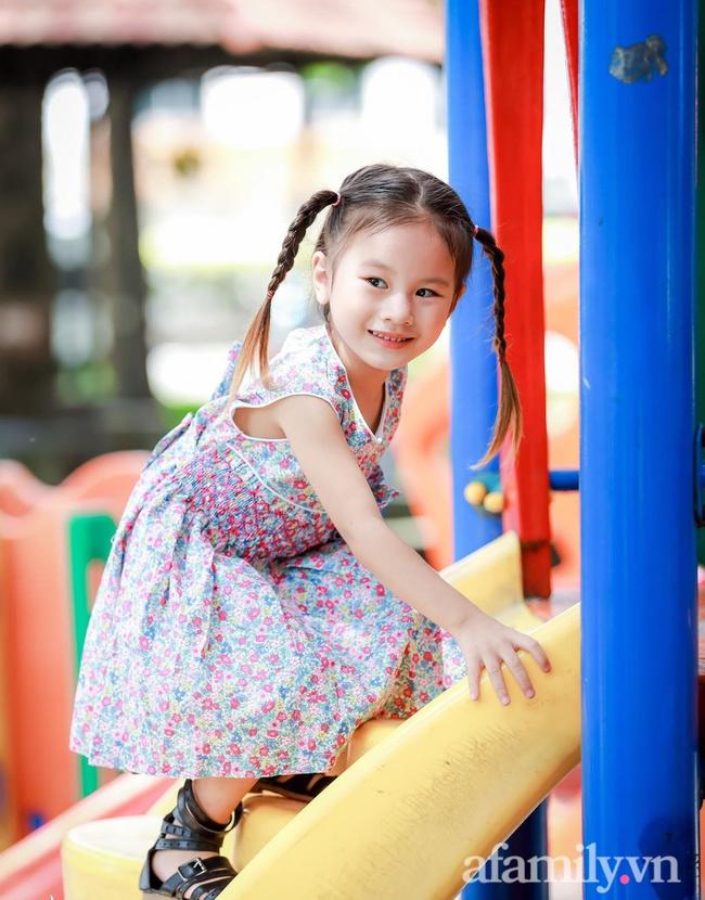 """Bé gái Đắk Lắk vừa ra đời bác sĩ đã nói """"có sống được cũng khó nuôi"""", giờ 4 tuổi được xuất hiện trên tạp chí nước ngoài - Ảnh 5."""