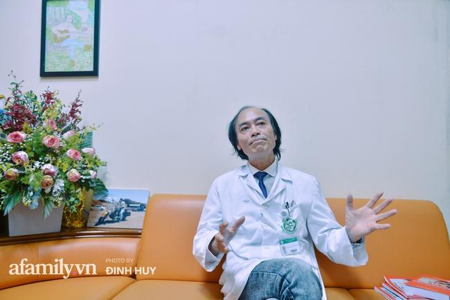 Bác sĩ khoa Nhi chia sẻ chuyện nghề: Ca bệnh ám ảnh nhất là trẻ bị tử vong do viêm phổi, lạm dụng kháng sinh là câu chuyện đáng báo động từ rất lâu  - Ảnh 2.