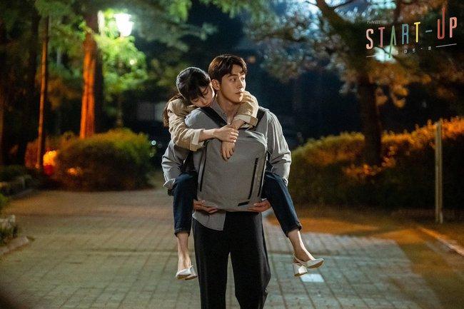 Không xem Start-Up thì chị em cũng nên ghim 4 kiểu giày đế thấp Suzy diện trong phim để nâng cấp style toàn tập - Ảnh 2.