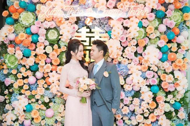 Khỏi cần đoán cô dâu bí mật của thiếu gia Phan Thành nữa, bởi Primmy Trương đã lộ diện e ấp bên chàng rồi đây! - Ảnh 1.