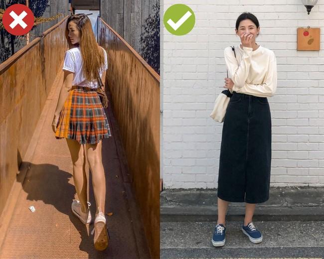 """3 kiểu đồ các mỹ nhân không tuổi mặc thì đẹp, chị em 30+ bắt chước lại thành """"mặt phụ huynh style học sinh"""" - Ảnh 4."""