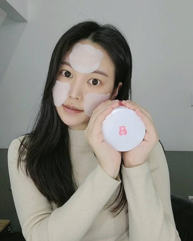 Bác sĩ khuyến cáo: Nàng da dầu cần tránh 4 sản phẩm skincare kẻo mùa Đông da cũng bóng nhẫy chẳng khác mùa Hè - Ảnh 2.