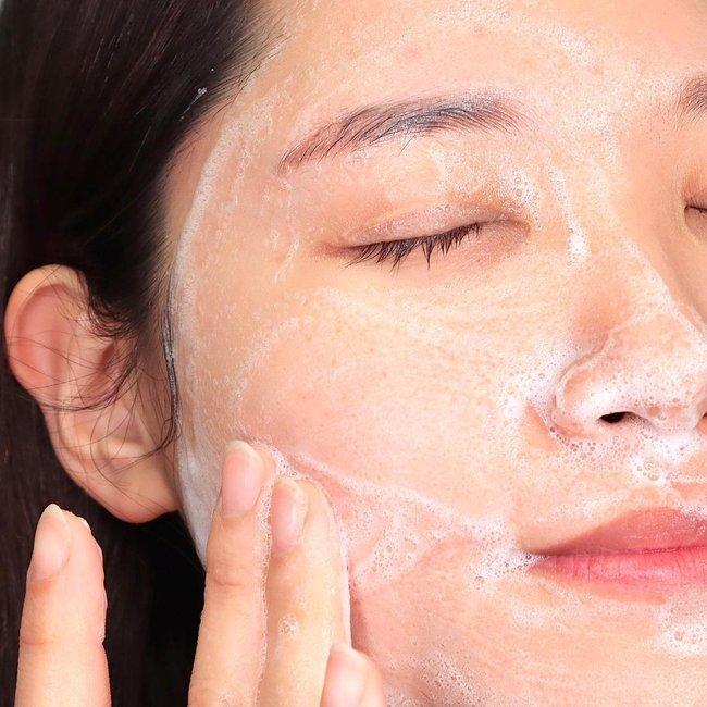 Bác sĩ khuyến cáo: Nàng da dầu cần tránh 4 sản phẩm skincare kẻo mùa Đông da cũng bóng nhẫy chẳng khác mùa Hè - Ảnh 1.