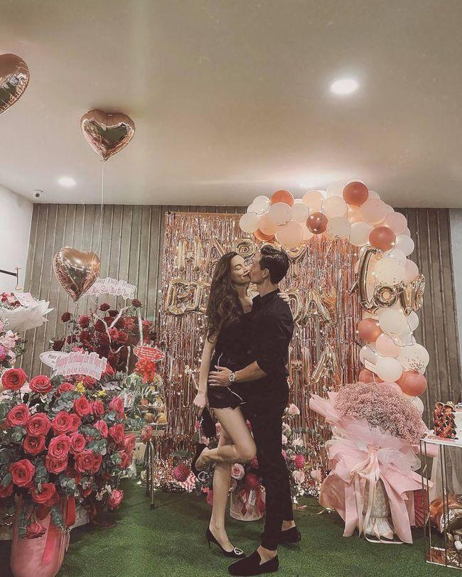 Phát sốt với khoảnh khắc Hồ Ngọc Hà khóa môi bạn trai trong buổi hẹn hò riêng tư hậu sinh con - Ảnh 2.