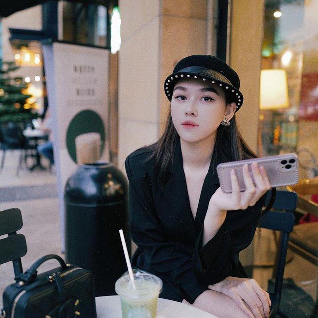 """Á hậu Tường San trước khi lên xe hoa ở tuổi 20: """"Bản sao Hà Tăng"""" có body mướt mắt, cuộc sống sang chảnh và nhiều đồ hiệu như ái nữ nhà giàu - Ảnh 6."""