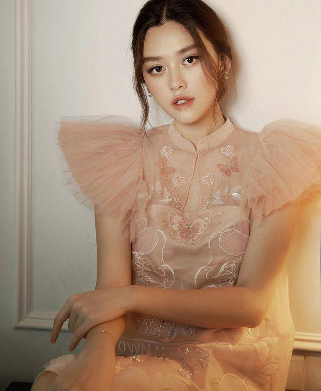 """Á hậu Tường San trước khi lên xe hoa ở tuổi 20: """"Bản sao Hà Tăng"""" có body mướt mắt, cuộc sống sang chảnh và nhiều đồ hiệu như ái nữ nhà giàu - Ảnh 2."""