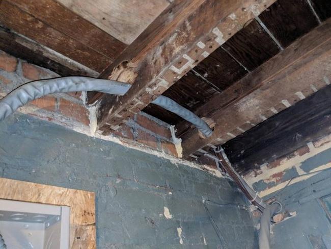 Nhà không có tầng nhưng vẫn đam mê xây cầu thang, gia chủ khiến khách khứa đau đầu dự đoán mục đích và cái kết vô cùng... ngã ngửa - Ảnh 8.
