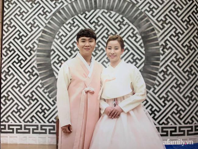 Gái Việt lấy chồng Hàn hơn 7 tuổi: Con rể đi đâu cũng khen