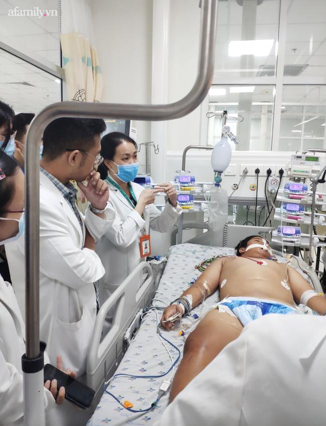 """Bé trai 14 tuổi ở Kiên Giang nhiễm khuẩn """"bí ẩn"""", tính mạng nguy kịch sau khi vô tình vấp té trên sà lan - Ảnh 1."""