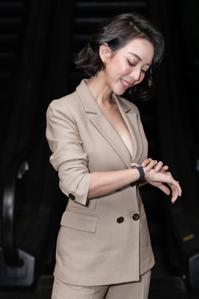 """Thu Trang khoe ngực đầy sexy, nhắc chuyện Anh Tú - Châu Bùi đóng """"Chị Mười Ba 2"""" - Ảnh 3."""