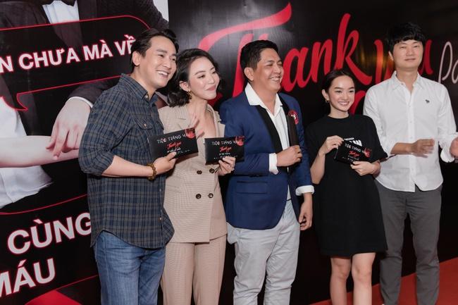 """Thu Trang khoe ngực đầy sexy, nhắc chuyện Anh Tú - Châu Bùi đóng """"Chị Mười Ba 2"""" - Ảnh 6."""
