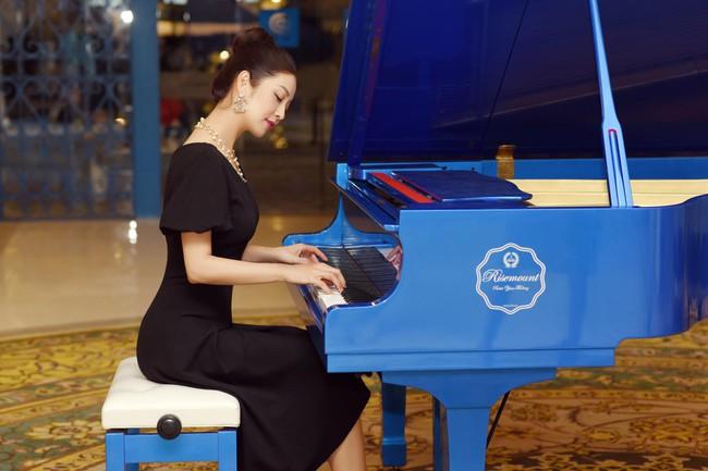 """Jennifer Phạm phát biểu: """"Âm nhạc thể hiện những điều không thể nói nhưng cũng không thể lặng câm""""."""