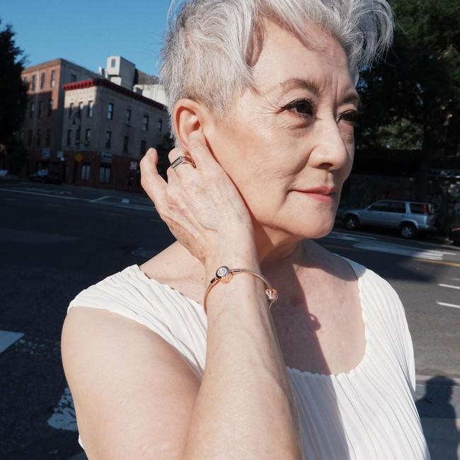 Các quý bà U50-70 gọi tên 5 sản phẩm chống già họ mê nhất, hiệu quả thể hiện trên chính làn da khỏe đẹp bất chấp thời gian   - Ảnh 1.