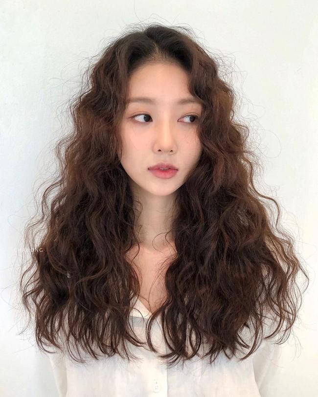 Thử nghiệm kiểu tóc xoăn hot năm nay, 3 cô nàng đơ người vì thà để lại tóc cũ còn đẹp hơn! - Ảnh 7.