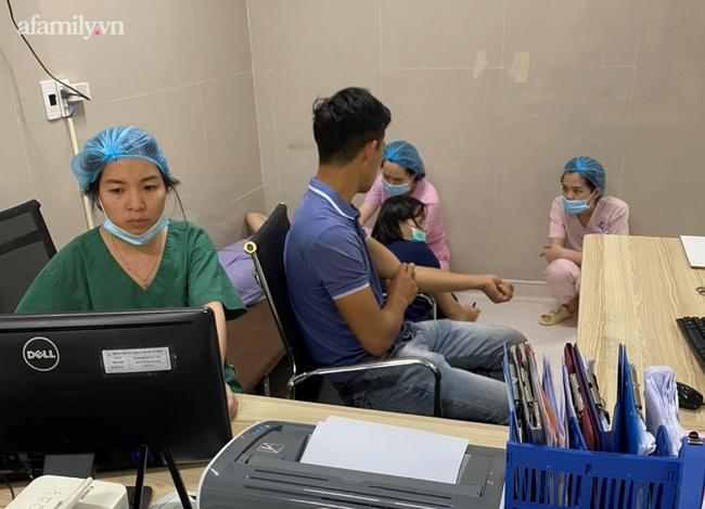Bệnh viện đã huy động các cán bộ nhân viên tiếp máu cho sản phụ ngay trong đêm
