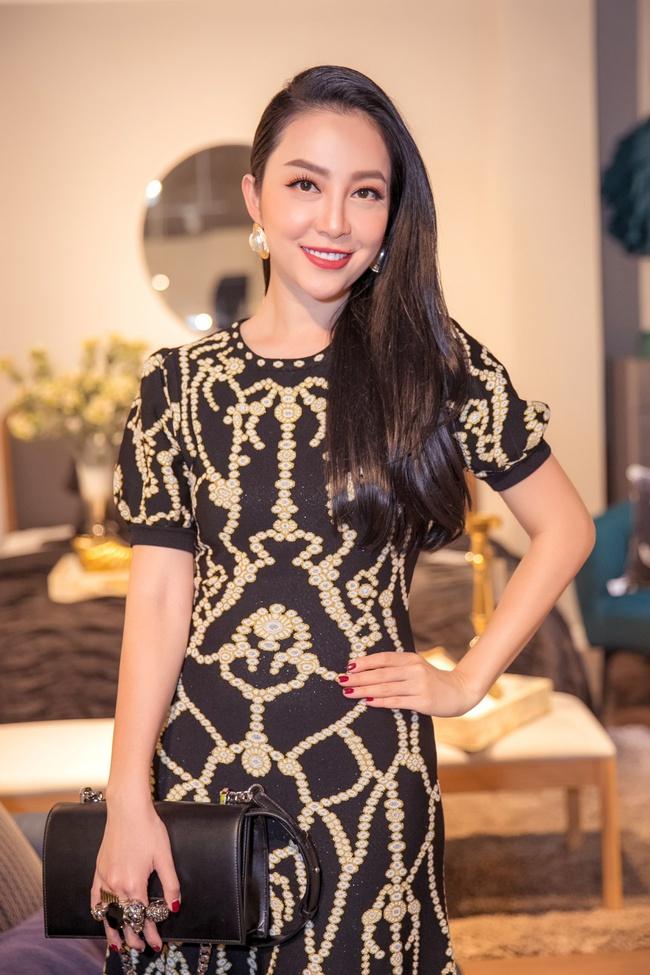 Hồng Nhung, Linh Nga đọ sắc trong sự kiện nhưng điều khiến mọi người chú ý chính là bạn trai của 2 nữ nghệ sĩ - Ảnh 3.