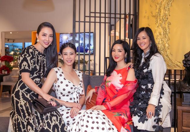 Hồng Nhung, Linh Nga đọ sắc trong sự kiện nhưng điều khiến mọi người chú ý chính là bạn trai của 2 nữ nghệ sĩ - Ảnh 6.