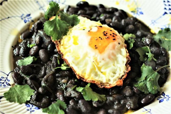 """Trứng vốn đại bổ với sức khỏe, thậm chí còn """"tiêu diệt"""" mỡ thừa nếu chị em ăn kèm với 4 loại thực phẩm sau: Đã rẻ mà lợi ích lại dồi dào - Ảnh 1."""