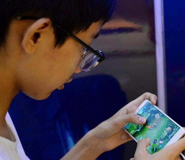 Bị bố yêu cầu ngừng chơi điện thoại di động, thiếu niên 14 tuổi có hành động phản kháng khiến nhiều phụ huynh phải giật mình - Ảnh 4.